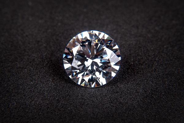 4月の誕生石ダイヤモンドで、いつもの貴方にキラリと煌きを添えて。