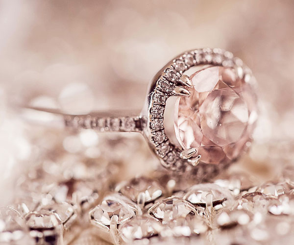 知っておきたい婚約指輪と結婚指輪の違い。プロポーズの大切なルール。