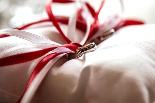 勝負は1ヶ月前から決まる!クリスマスデートでプレゼントを渡すなら…。