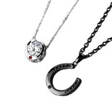 レッド&ブラックダイヤモンド ホースシューペアネックレス